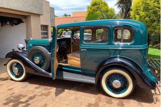 1933 Chev doors open2 (2).jpg