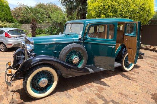 1933 Chev doors open (2).jpg