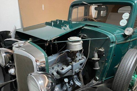 1933 Chev engine (2).jpg
