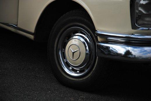 1967Merc Fintail230s (7).jpg