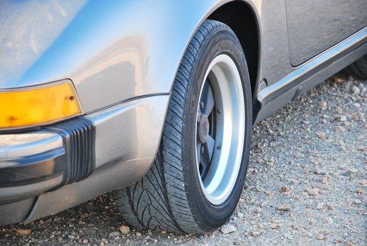 1989 Porsche 911 Cab (35).jpg