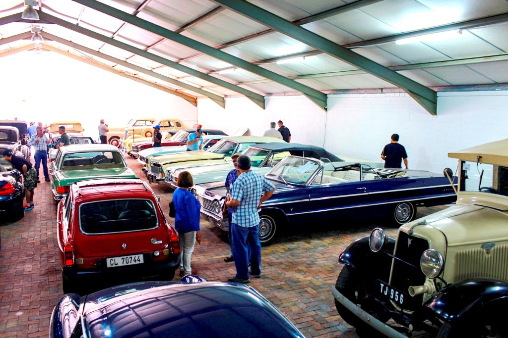 Bidders-viewing-the-classic-and-vintage-cars-auctioned-at-Nassau-Farm-in-Stellenbosch-this-weekend.jpg