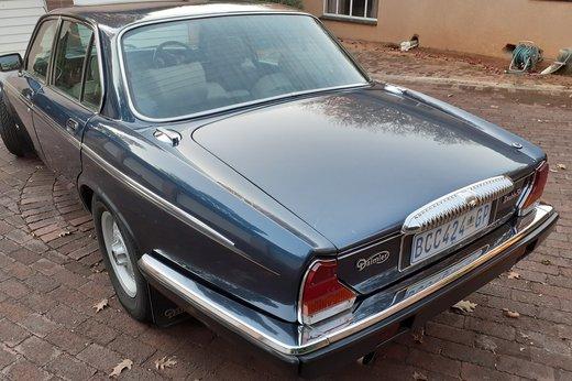 Daimler Double Six Jan (33).jpg
