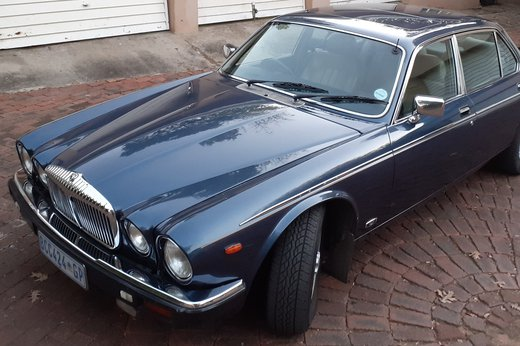 Daimler Double Six Jan (44).jpg