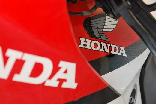 Honda VF500 Auction tank badge.jpg