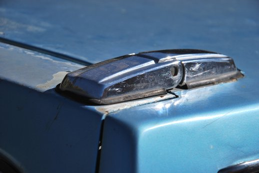 LOT-000032_Volvo 145 blue (20).jpg