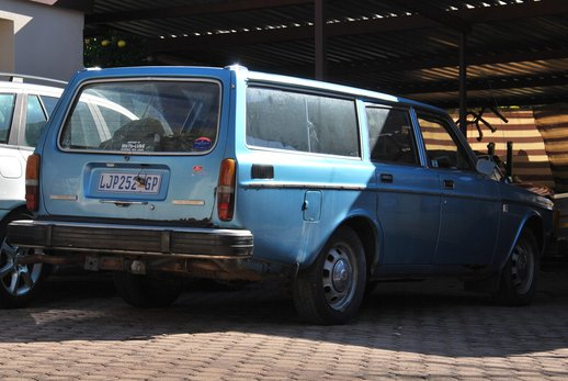 LOT-000032_Volvo 145 blue (22).jpg