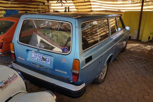 LOT-000032_Volvo 145 blue (23).jpg