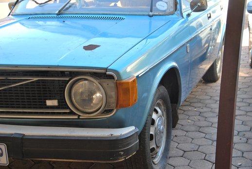 LOT-000032_Volvo 145 blue (32).jpg