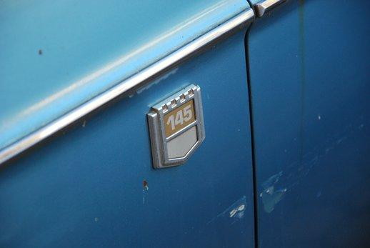 LOT-000032_Volvo 145 blue (34).jpg