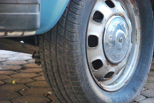 LOT-000032_Volvo 145 blue (37).jpg
