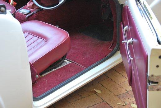 LOT-000074_Daimler Dart (18).jpg