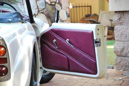 LOT-000074_Daimler Dart (19).jpg