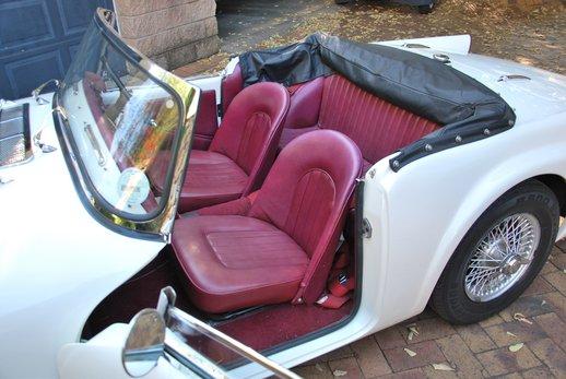 LOT-000074_Daimler Dart (22).jpg