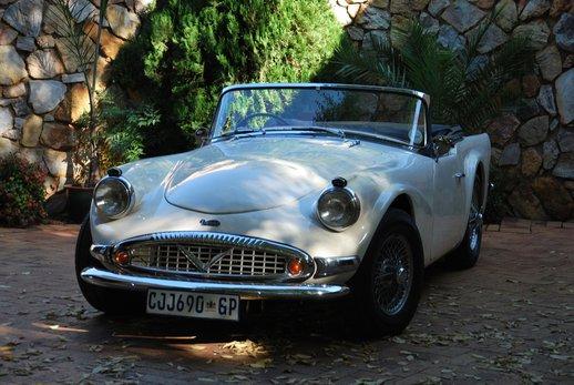 LOT-000074_Daimler Dart (3).jpg