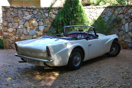 LOT-000074_Daimler Dart (9).jpg