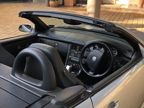 LOT-000088_Mercedes Benz_SLK 32 AMG_37xxcm_img_2497.jpg