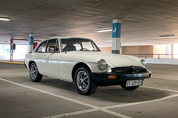 MGB GT white  (3 of 91).jpg
