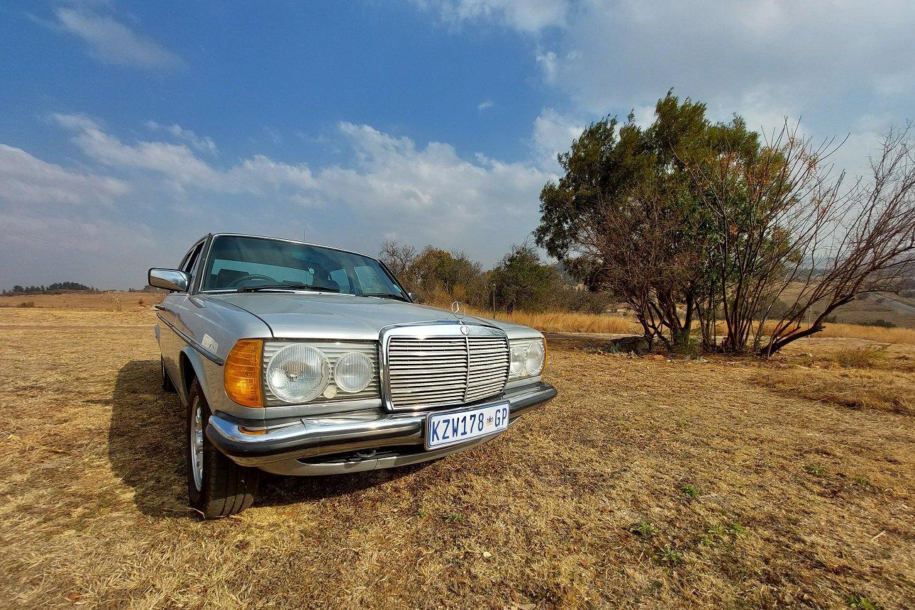 Mercedes-Benz W123 230E