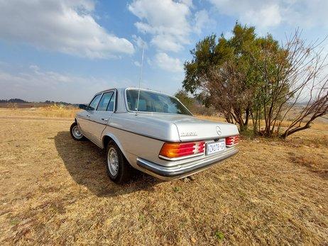 Merc W123 230E 1984 (2).jpg