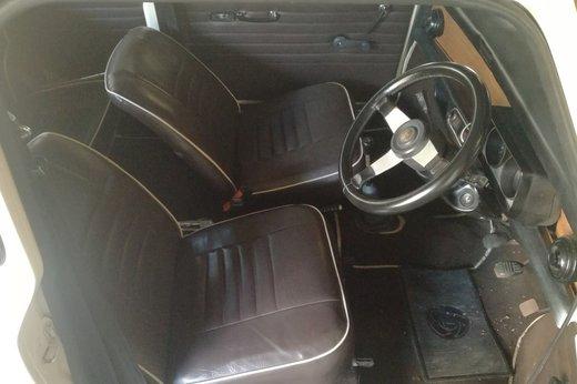 Mini Clubman 1275 1971 int3.jpg