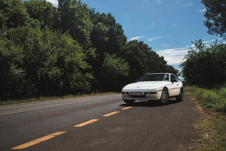 POrsche 924 front 34 left.jpg