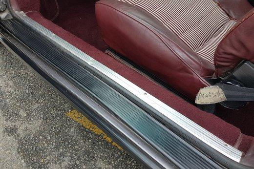 Porsche 911SC Ferry Porsche sill rubber damage2.jpg