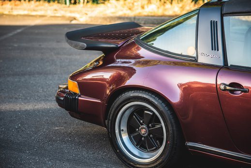 Porsche 911SC Targa Burgendy (20).jpg