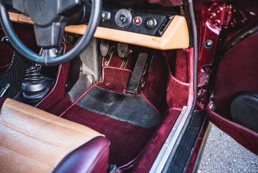 Porsche 911 SC Targa Burgendy - Interior (17).jpg