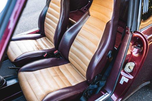 Porsche 911 SC Targa Burgendy - Interior (18).jpg