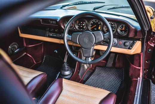 Porsche 911 SC Targa Burgendy - Interior (2).jpg