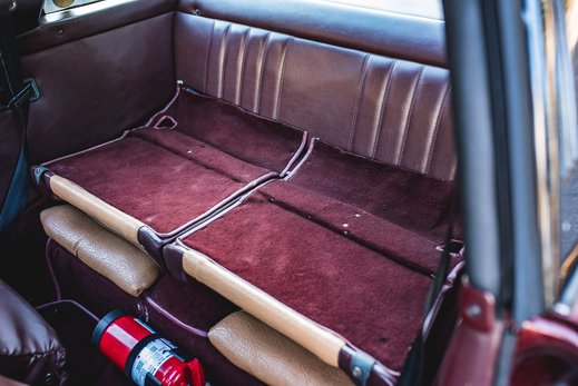 Porsche 911 SC Targa Burgendy - Interior (23).jpg