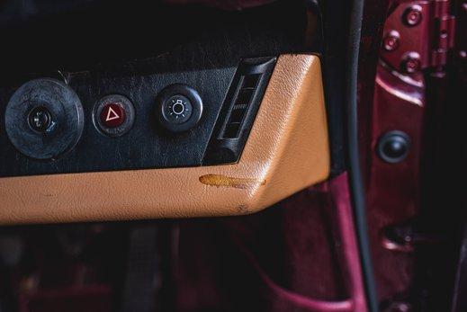 Porsche 911 SC Targa Burgendy - Interior (8).jpg