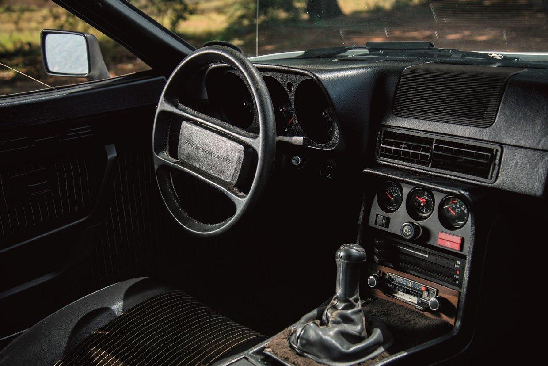 Porsche 924 interior.jpg