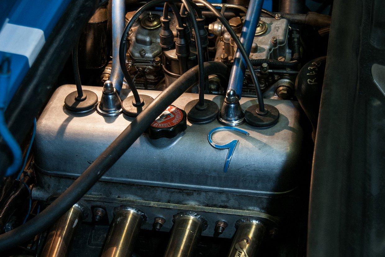 R8 engine.jpg