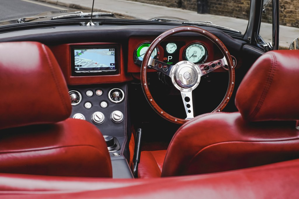 RBW-Roadster-Ext-Dashboard.jpg