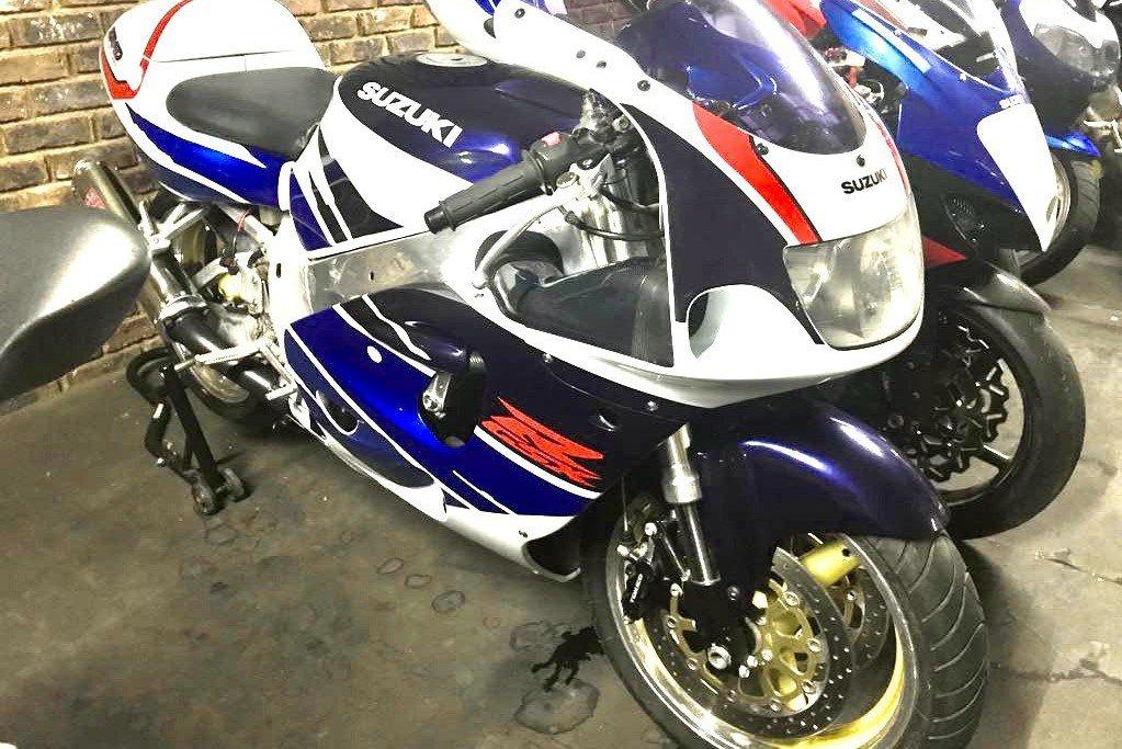 Suzuki 1.jpg
