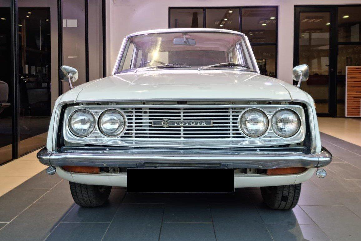 Toyota_Corona_1500_cover.Plateblack.jpg