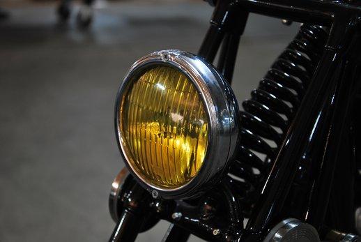 Triumph bobber black (1).jpg