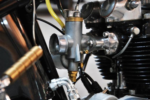Triumph bobber black (10).jpg