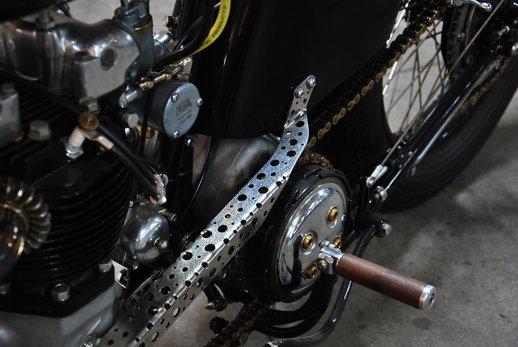 Triumph bobber black (3).jpg
