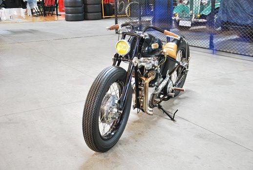 Triumph bobber black (6).jpg