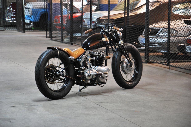 Triumph bobber black (7).jpg