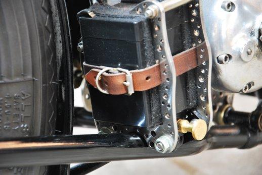 Triumph bobber black (9).jpg