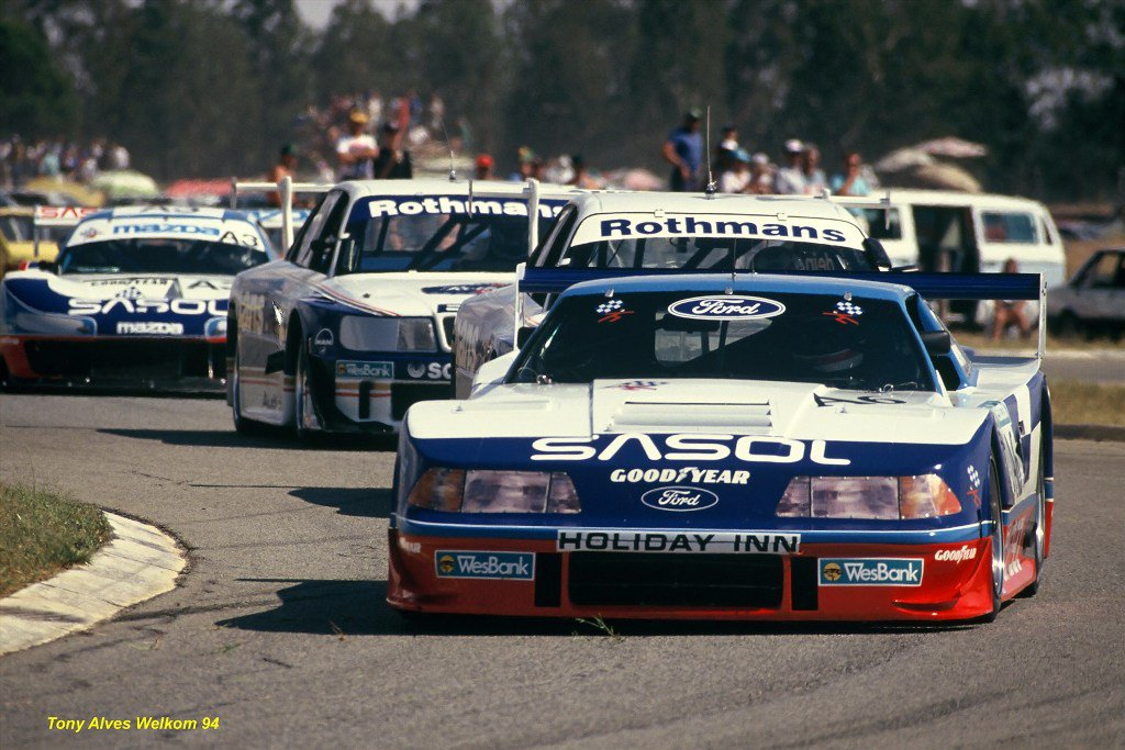 sarel-vd-merwe-leading-chris-aberdein-terry-moss-and-ben-morgenrood-in-wesbank-modified-saloons-in-welkom-94_1800x180.jpg